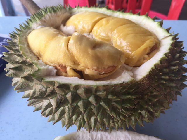 マレーシアでベストシーズンのドリアンを食す
