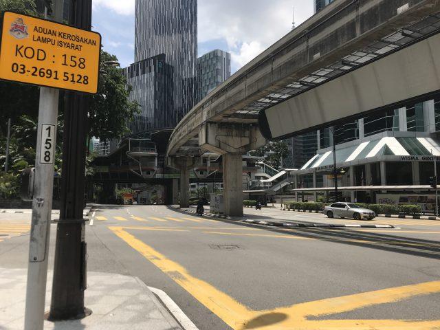 マレーシアのパビリオンショッピングモール近隣の道路の様子
