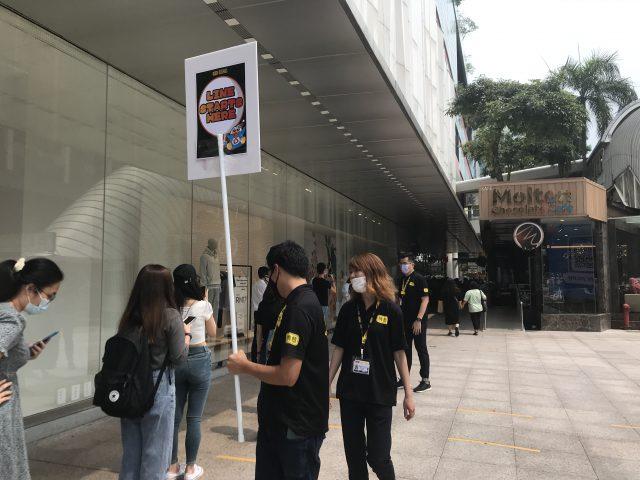 マレーシアのドン・キホーテ、最後尾がここでした。ここから2時間待ちだそうです。